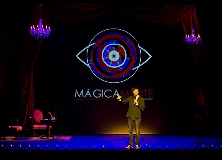 mágicamente